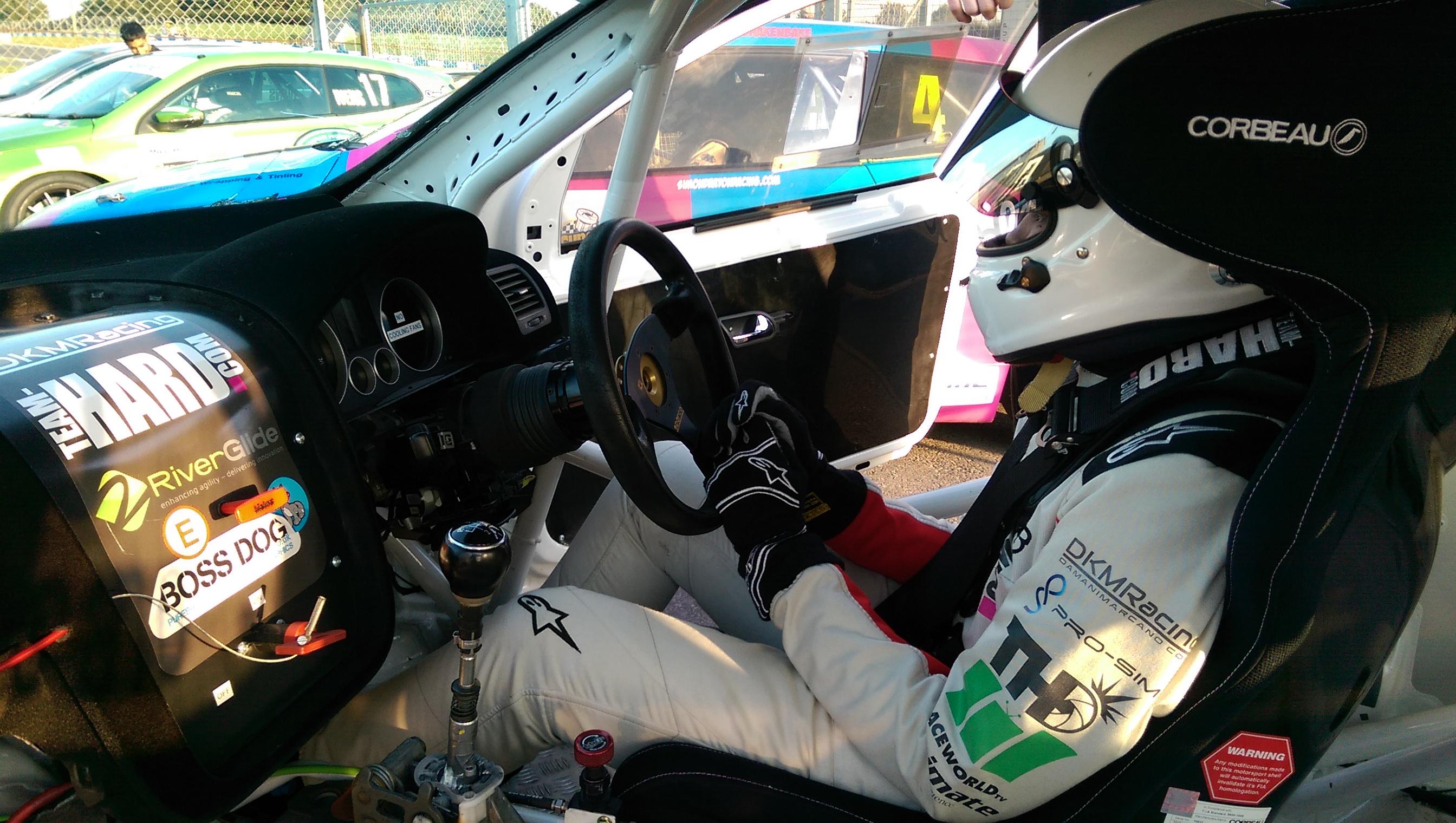 damani-in-car-waiting-to-qualify-donington